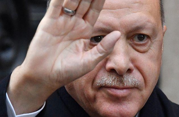 Erdogan provocatore Nato. Il Sultano mina vagante del summit di