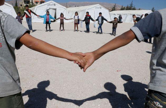 Imagen de archivo de niños y niñas refugiados sirios en una escuela gestionada por UNICEF...