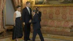 La escena más significativa de Letizia: atento a lo que le hace el diplomático