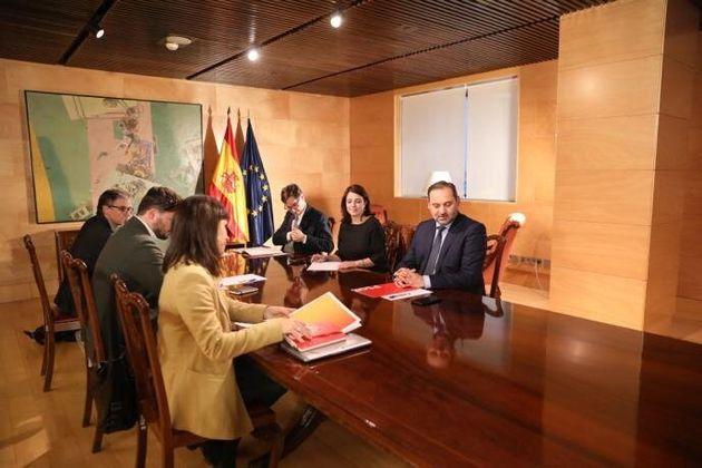 Reunión entre los representantes de ERC(izquierda) y PSOE