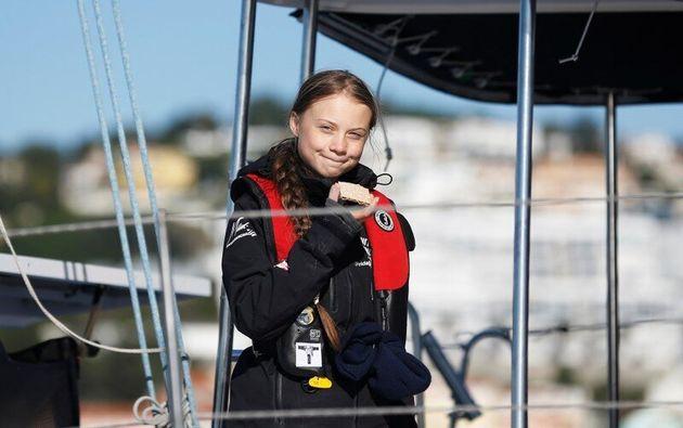 Greta Thunberg llega a Lisboa en el catamarán que le ha