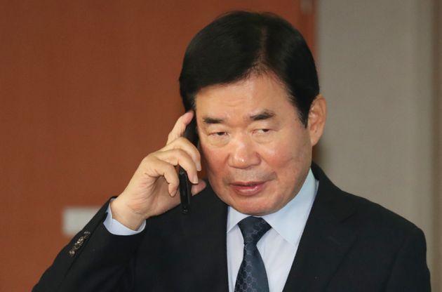 청와대가 '부정적 여론' 때문에 김진표 총리 임명을 재검토하고
