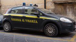 Bloccati alla frontiera con un assegno di 100 milioni di euro: la Procura di Como indaga per
