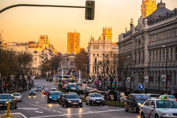 La calle Gran vía de Madrid durante una tarde de invierno.