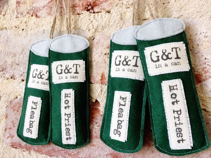 """<a href=""""https://fave.co/2RjcV2c"""">Fleabag Gin Tin Decoration, And Tied With A Bow, Etsy</a>, &pound;5"""
