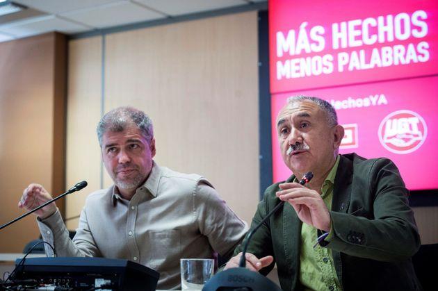 Los secretarios generales de CCOO y UGT, Unai Sordo (i) y Pepe