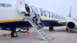 Denuncia que Ryanair le impide volar con su silla porque no cabe en la bodega: