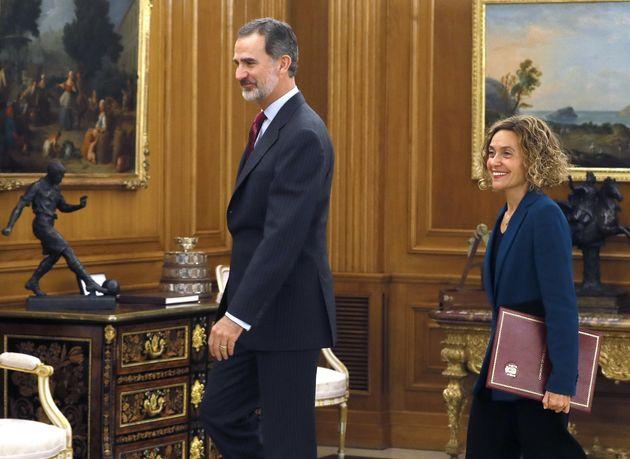 El rey Felipe VI y la presidenta del Congreso, Meritxell Batet, durante la audiencia hoy en el Palacio...