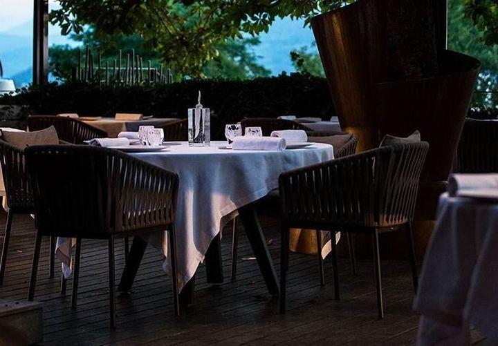 Le Clos des Sens de Laurent Petit à Annecy demande de la patience avant d'obtenir une table.