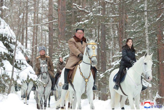 Dans ces nouvelles photos, Kim Jong-un semble sortir tout droit du «Seigneur des