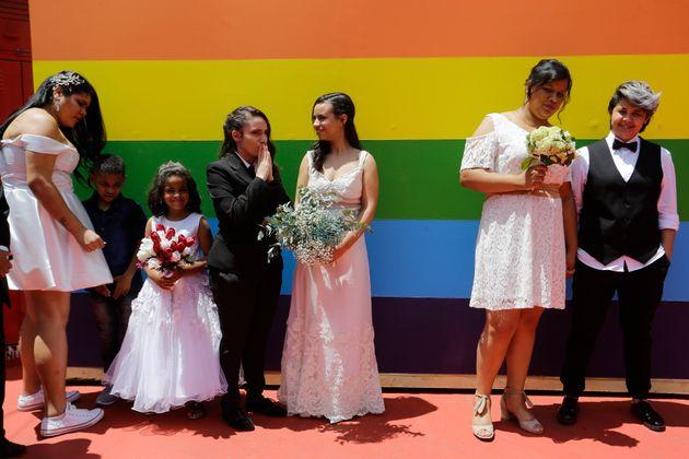 Em 15 de dezembro de 2018, casamento coletivo com cerca de quarenta casais foi realizado na Casa 1, ONG...