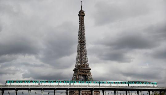 Même la Tour Eiffel est en