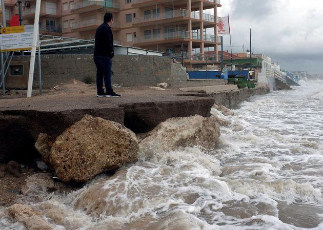 Efectos de la última tormenta que afecta a la costa de Denia