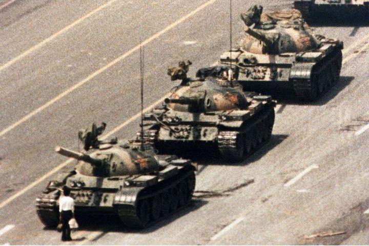 """En mars dernier, la photo légendaire de """"Tank Man"""" capturée lors du massacre de la place Tian'anmen a été postée sur Reddit en réponse à la censure qui sévit en Chine."""