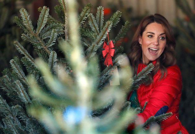 Kate in perfetto stile natalizio, sceglie l'albero per i bimbi meno fortunati e dimostra un cuore da