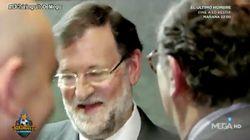 Un redactor de 'El Chiringuito' le pide a Rajoy que le firme su libro: y su respuesta es