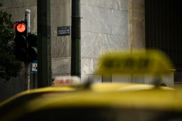 Νυχτερινή καταδίωξη έξω από την ΑΣΟΕΕ: Το ταξί των