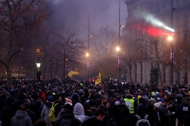 La place de la République à Paris bondée de manifestants ce 5