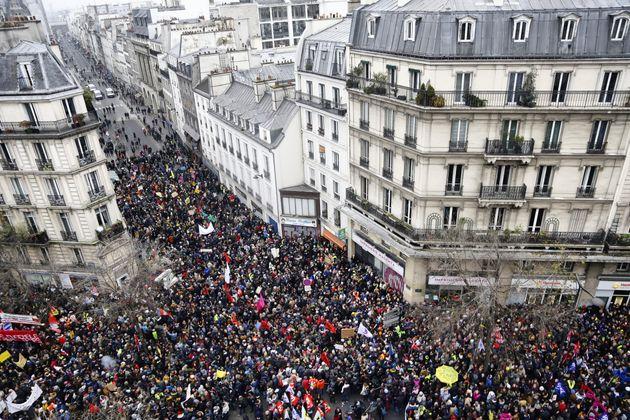 Plus de 800.000 Français dans la rue le 5 décembre, 1,5 million selon la