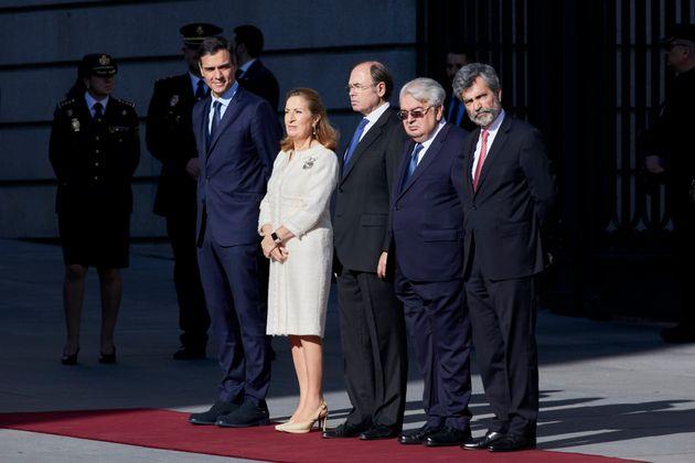 Pedro Sánchez conversa el 6 de diciembre de 2018 con los presidentes del Congreso, del Senado,...