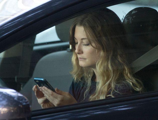 Εκρήξεις, βλάβες στον εγκέφαλο μέχρι και θάνατοι λόγω κινητού
