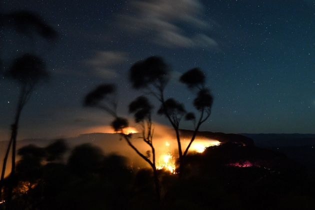 A bushfire burns out of control in the Blue Mountains of the New South Wales on December 2, 2019. - Bushfire-prone...