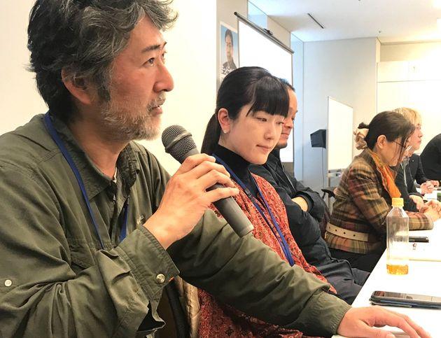 衆議院第二議員会館で話すアーティストの会田誠さん