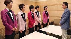 아베 신조가 아이돌 그룹 아라시 콘서트 인증샷 올렸다가 '욕 폭탄' 맞은