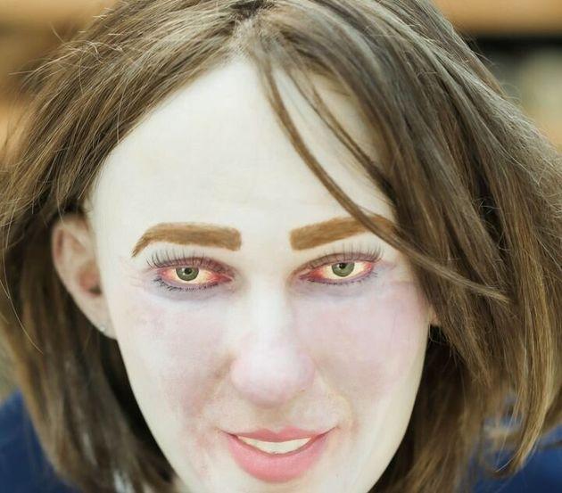 血色の悪いエマの顔