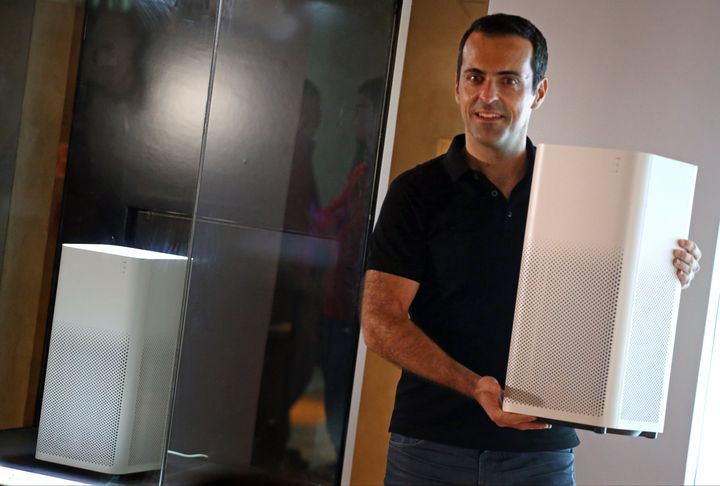 Hugo Barra, the then vice president of Xiaomi, introduces Mi Air Purifier 2 in 2016.