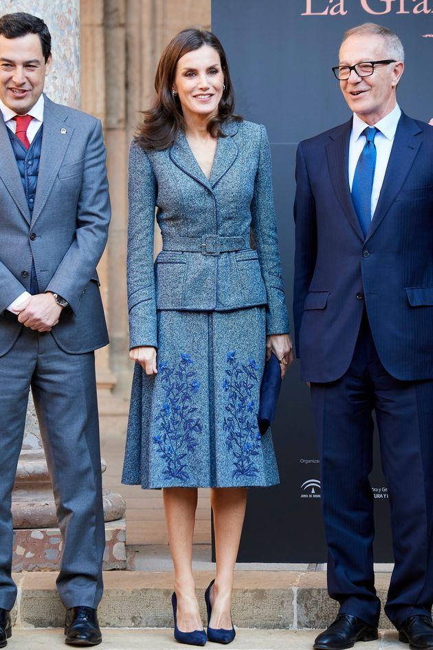 La reina Letizia junto al presidente de la Junta de Andalucía, Juan Manuel Moreno Bonilla, y el...