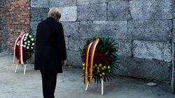 Η Mέρκελ στο Άουσβιτς: Αναπόσπαστη από τη γερμανική ταυτότητα η μνήμη των ναζιστικών