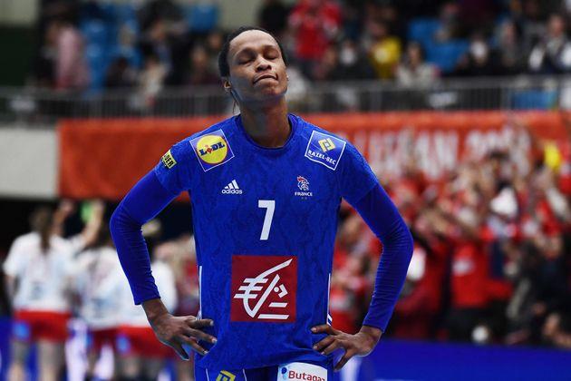 La Française Allison Pineau à la fin de France-Danemark au championnat du monde de handball...