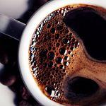 Qual tem mais cafeína: Coado ou expresso? Essa e outras curiosidades sobre nosso querido