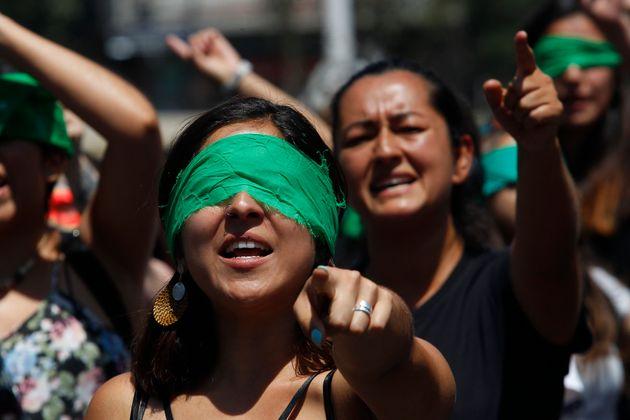 Performance 'El violador eres tú', en Santiago de