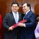 Maia e Alcolumbre articulam PEC da reeleição para presidência da Câmara e do