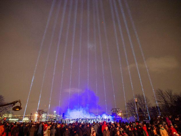 Les 14 faisceaux lumineux représentent toutes les femmes qui ont été tuées...