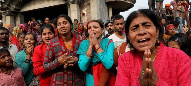 Un grupo de hombres quema viva a una mujer de 23 años en la India cuando iba a declarar en el juicio...