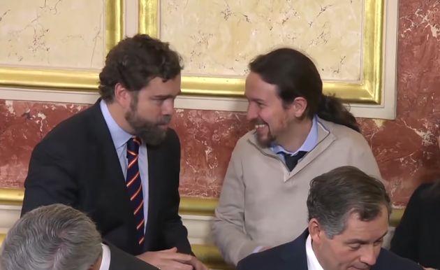 Iván Espinosa de los Monteros (Vox) y Pablo Iglesias (Podemos) ríen durante el acto del Día de la Constitución...