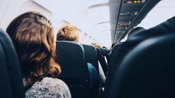 Επιβάτης αεροπλάνου φορούσε μπλούζα που έγραφε «Χαίρε Σατανά» - Η ακραία αντίδραση της αεροπορικής