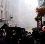 À Nantes, les policiers visés par une impressionnante pluie de chaises et de