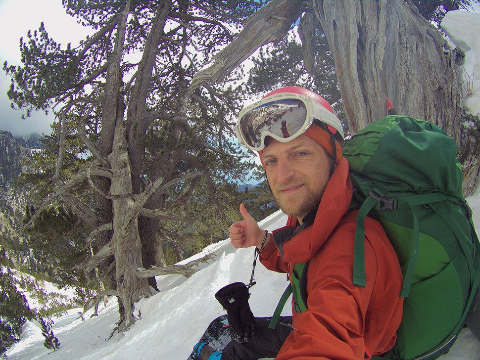 O Ηλίας Γερμαντζίδης σε χειμερινή κατάβαση στο ρέμα του Γκαβού στον Όλυμπο.