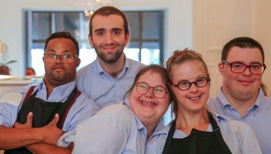 「我々は自分たちを誇りに思っています」ダウン症のスタッフが働く料理店、ブリュッセルで首位に。