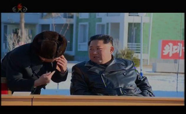 조선중앙TV가 4일 김정은 북한 국무위원장이 중평 남새온실농장과 양묘장 조업식에 참석했다고