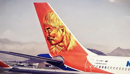 中村哲医師の肖像画を尾翼に掲げた写真、アフガニスタンの航空会社が投稿。「いつまでも恩義を感じることでしょう」