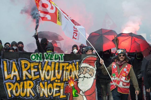 Malgré les perturbations, le mouvement social contre la réforme des retraites reste populaire auprès...