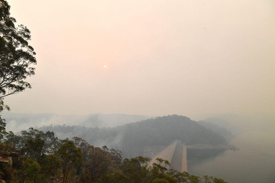 Φωτιές στην Αυστραλία: Το τοξικό νέφος πνίγει τις πόλεις και οι πυροσβέστες δίνουν μάχη σε 140