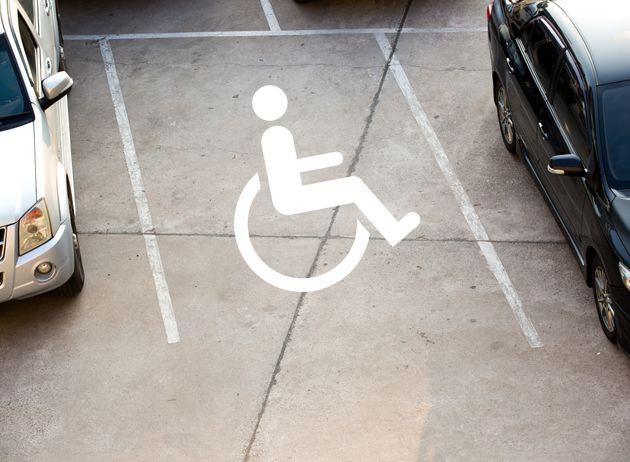 Κανένας σεβασμός στα ΑμεΑ: 9.531 κλήσεις για παρκαρίσματα σε
