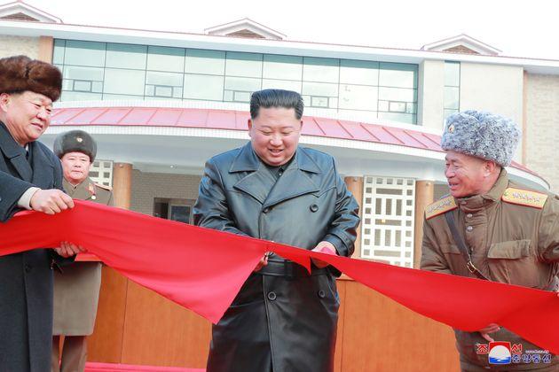 Τι δείχνει το ντύσιμο του Κιμ Γιονγκ Ουν για τη δυναστεία του και τη θέση του στον