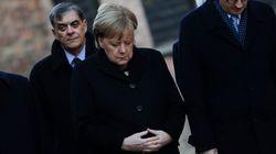 메르켈 독일 총리가 아우슈비츠서 고개 숙여 희생자들을